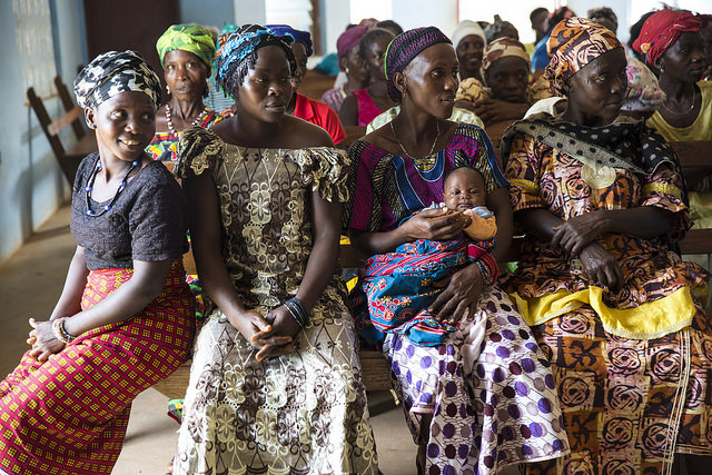 Women gathering for a community meeting in Lester Road, Freetown, Sierra Leone. © UN Photo/Martine Perret